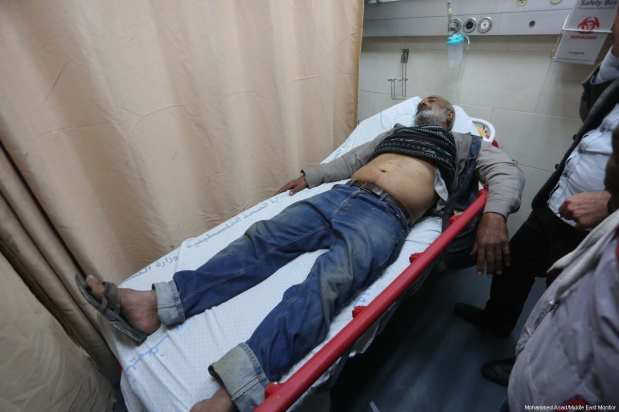 Three people received light injures as a result of Israel's targeting of a site in the besieged Gaza Strip on 30 November 2017. [Mohammed Asad/ Middle East Monitor]