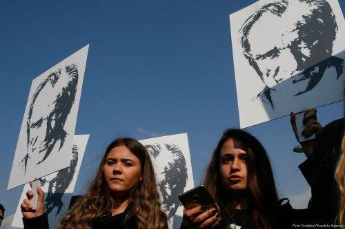 People carrying Turkish flags and Ataturk's portraits march to mark the 79th anniversary of Mustafa Kemal Atuturk's death in Izmir, Turkey on 10 November 2017 [Mengüarslan/Anadolu Agency]