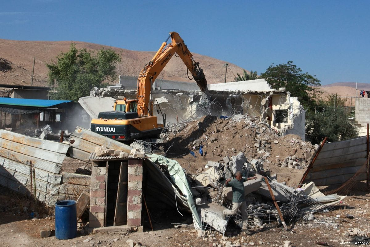 Israeli excavator demolishes a Palestinian home in the West Bank on 7 November 2017 [Nedal Eshtayah/Anadolu Agency]