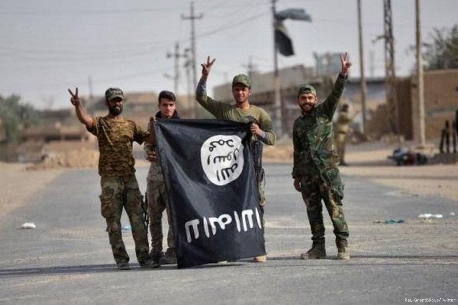 Daesh militants [PaulGrantBilous/Twitter]