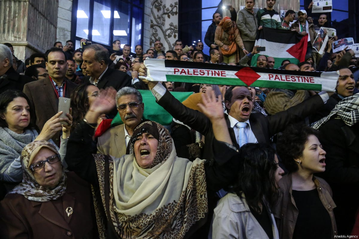 People gather to protest against the US President Donald Trump's recognition of Jerusalem as Israel's capital, in front of headquarters of the journalists' union in Cairo, Egypt on December 7, 2017 [Mohamed el Raai / Anadolu Agency]