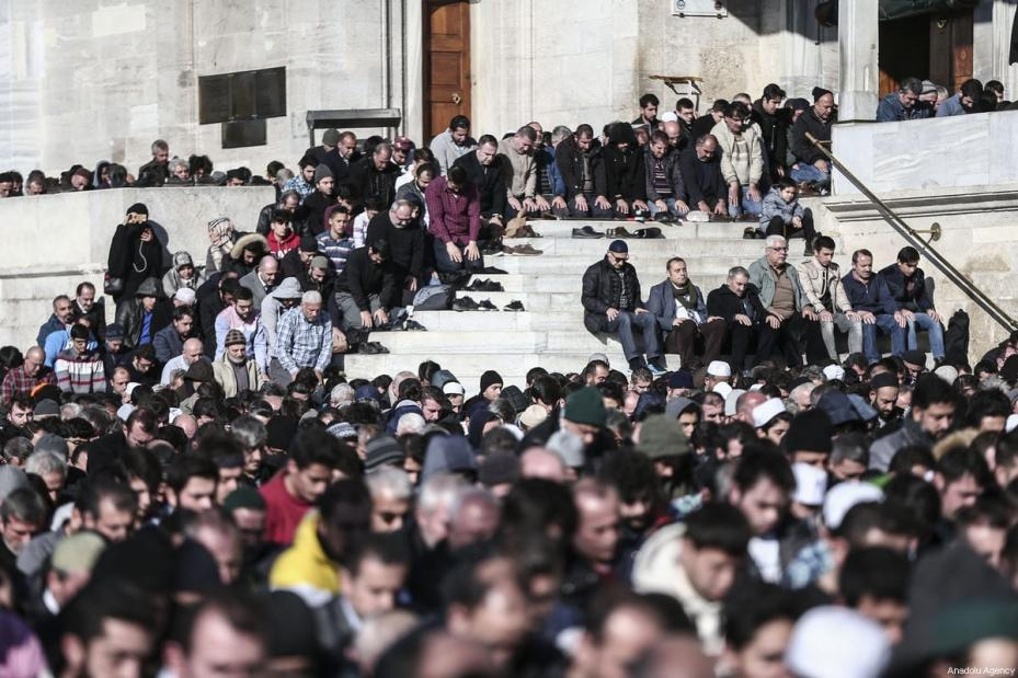 People perform Friday prayer at Fatih Mosque ahead of a protest against US President Donald Trump's announcement to recognise Jerusalem as the capital of Israel and plans to relocate the US Embassy from Tel Aviv to Jerusalem, on December 8, 2017 in Istanbul, Turkey [Berk Özkan / Anadolu Agency]