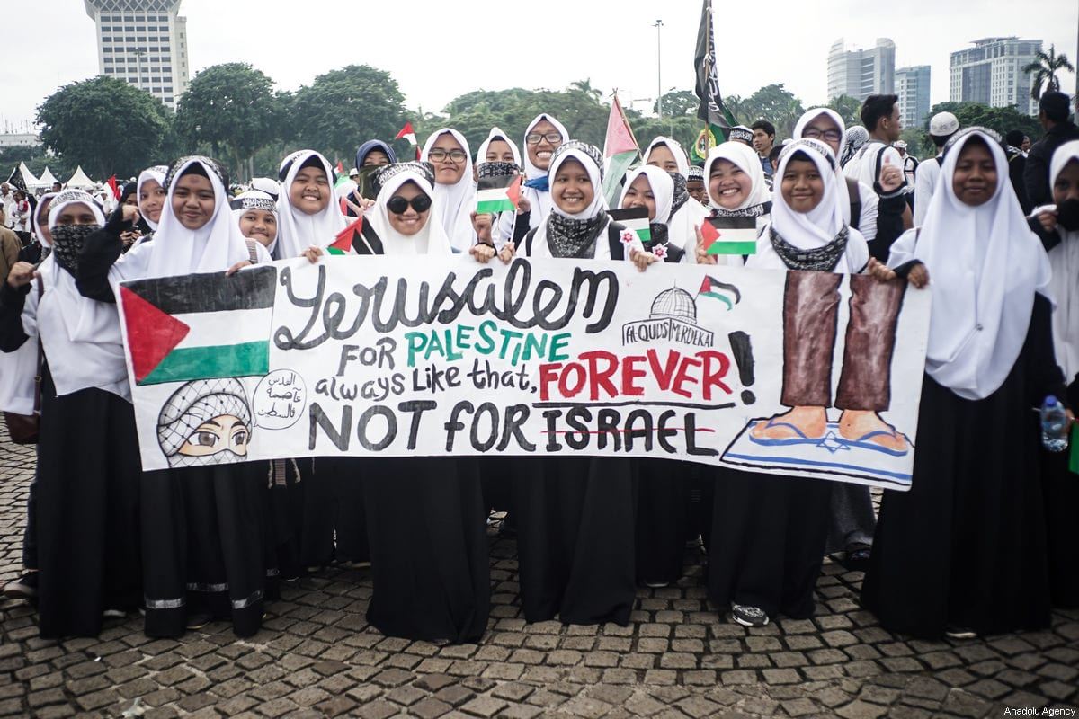 "Protesters hold ""Jerusalem for Palestine"" banner in the demonstration to support Palestine at National Monument in Jakarta, Indonesia on 17 December, 2017 [Anton Raharjo / Anadolu Agency]"