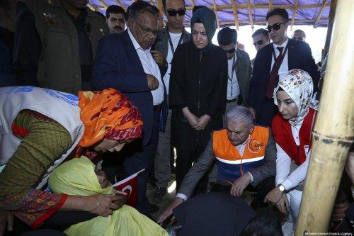 Prime Minister of Turkey Binali Yildirim (C) gathers with Rohingya refugees during his visit to camps in Cox's Bazar, Bangladesh on 20 December 2017. [Mustafa Kamacı/Anadolu Agency]