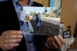 Ahed Tamimi's father shows a photo of his daughter in her school uniform [İssam Rimawi/Anadolu Agency]
