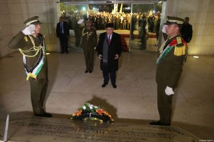 Palestinian President Mahmoud Abbas (C) lays a wreath to the Mausoleum of former Palestinian leader Yasser Arafat during the celebrations of the 53th foundation anniversary of the Fatah movement in Ramallah, West Bank on December 31, 2017 [Issam Rimawi / Anadolu Agency]