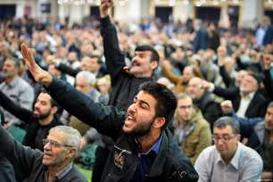 People listen and shot slogans as Senior Iranian cleric Ahmad Khatami conducts Friday sermon (Khutbah) during Friday prayer in Tehran, Iran on January 5, 2018 [Fatemeh Bahrami / Anadolu Agency]