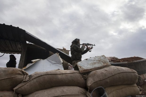 Free Syrian Army members keep guard on a bulwark to take action in the nearby city of Afrin for expected Afrin operation against the PYD/PKK targets, in Aleppo, Syria on January 19, 2018 [Emin Sansar / Anadolu Agency]