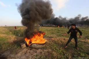 Palestinians protest near the Gaza border fence with Israel on 12 January 2018 six weeks after US President Donald Trump recognised Jerusalem as Israel's capital [Mohammed Asad/Middle East Monitor]