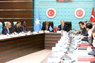 Turkish Deputy Prime Minister Recep Akdag (C-R) and his Somalian counterpart Mahdi Mohammed Gulaid (C-L) attend the signing ceremony of the Turkey-Somalia Joint Economic Commission meeting protocol at the Ministry of Economy in Ankara, Turkey on 12 January 2018 [Hayati İkizoğlu/Anadolu Agency]