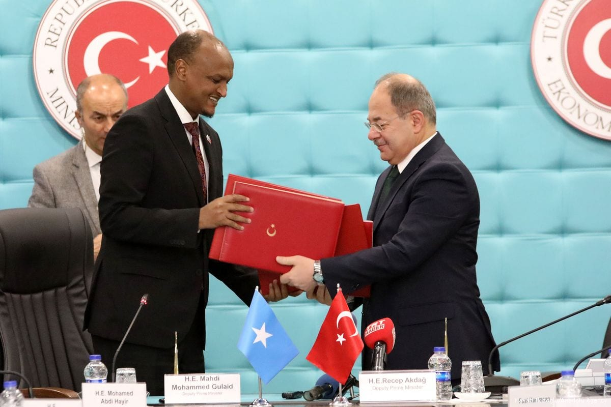 Turkish Deputy Prime Minister Recep Akdag (R) and his Somalian counterpart Mahdi Mohammed Gulaid (L) attend the signing ceremony of the Turkey-Somalia Joint Economic Commission meeting protocol at the Ministry of Economy in Ankara, Turkey on 12 January 2018 [Hayati İkizoğlu / Anadolu Agency]