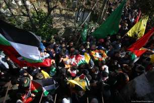 Palestinians carry the body of Leys Heysem Ebu Naim, a 16 year old Palestinian who was killed by Israeli soldiers on 30 January 2018 [Issam Rimawi/Anadolu Agency]