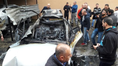 People inspect the parked vehicle belonging to Muhammed Hamdan, who is allegedly member of Hamas, after it exploded in Sidon, Lebanon on January 14, 2018 [alkhaleejonline.net]