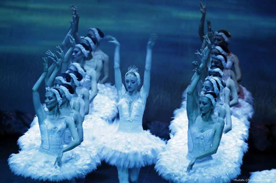 Antalya State Opera and Ballet perform on stage Tchaikovsky's 'Swan Lake Ballet' in Antalya, Turkey on 11 January 2018 [Mustafa Çiftçi/Anadolu Agency]