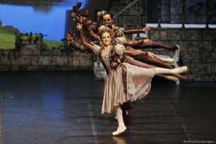 Antalya State Opera and Ballet perform on stage Tchaikovsky's 'Swan Lake Ballet' in Antalya, Turkey on 11 January 2018 [Mustafa Çiftçi/Anadolu Agency]