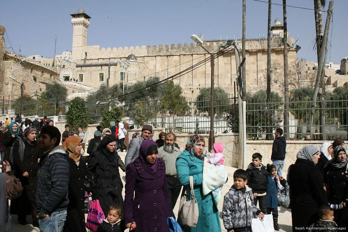 Palestinian worshippers can be seen outside the Ibrahimi mosque in the West Bank city of Hebron [Najeh Hashlamoun/Apaimages]