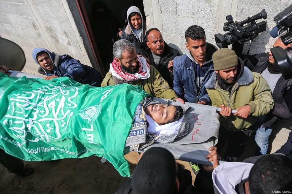 Palestinians carry the dead body of 17-years-old Salim Sabah, who was killed in Israeli warcraft and howitzer attacks, during a funeral ceremony in Rafah, Gaza on February 18, 2018 [Mustafa Hassona / Anadolu Agency]