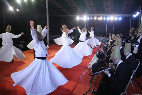Turkish whirling dervishes perform during the traditional ceremony of Sufi whirling dervishes at the Dhaka Shilpakala Academy in Dhaka, Bangladesh on February 24, 2018 [Khwaja Zia / Anadolu Agency]