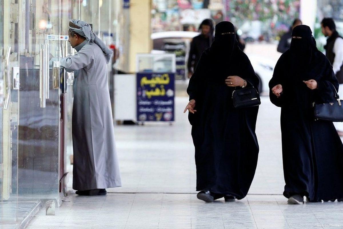 Women in Saudi [bintroo/Twitter]