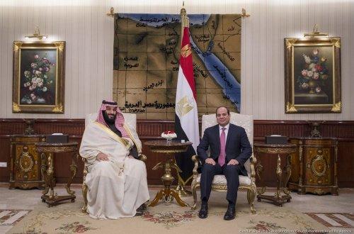 Crown Prince and Defense Minister of Saudi Arabia Mohammad bin Salman al-Saud (L) meets with Egyptian President Abdel Fattah al-Sisi (R) at Cairo International Airport in Cairo, Egypt on 4 March, 2018 [Saudi Kingdom Council/Anadolu Agency]
