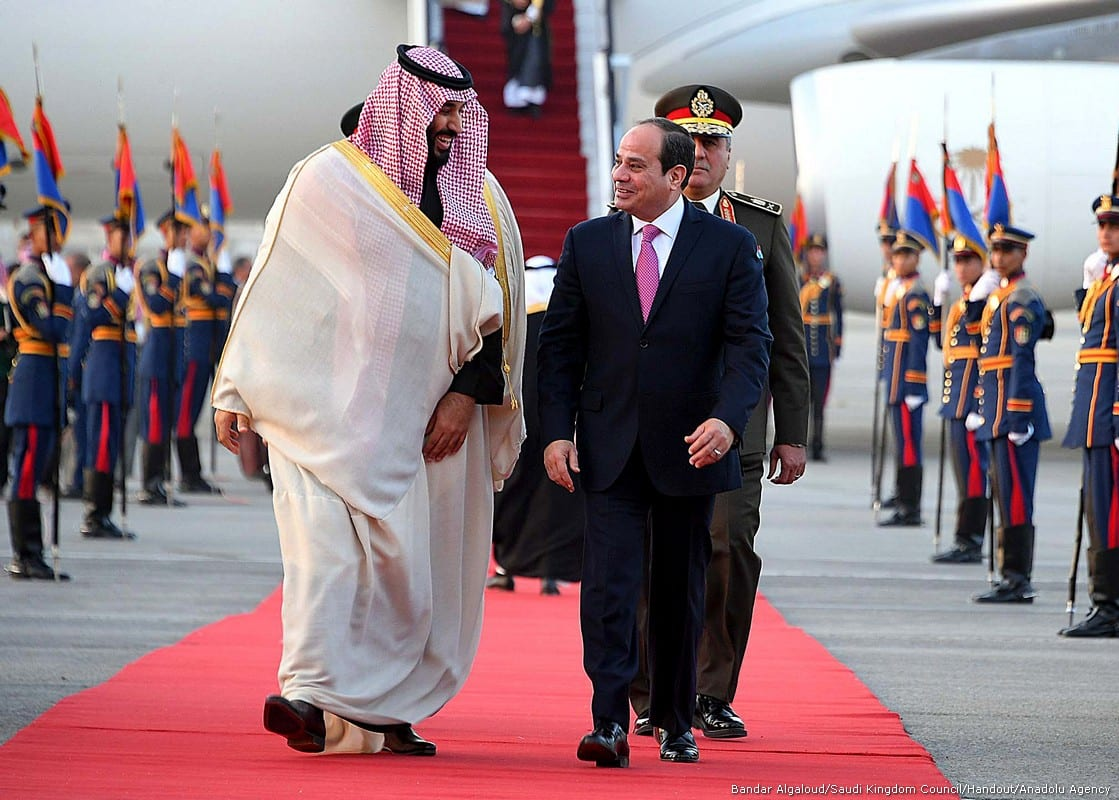 Crown Prince and Defense Minister of Saudi Arabia Mohammad bin Salman al-Saud (L) is welcomed by Egyptian President Abdel Fattah al-Sisi (R) at Cairo International Airport in Cairo, Egypt on 4 March, 2018 [Bandar Algaloud/Saudi Kingdom Council/Handout/Anadolu Agency])