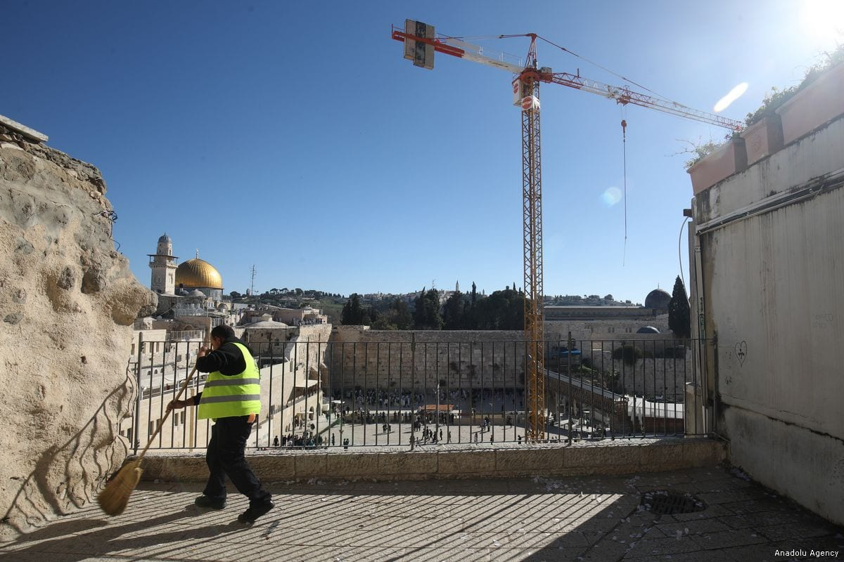 Israeli workers conduct an excavation work the Al-Aqsa Mosque in Jerusalem, on 28 February 2018 [Mostafa Alkharouf/Anadolu Agency]