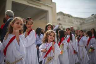 Orthodox Christians attend the Palm Sunday procession in Gaza City, Gaza on 1 April, 2018 [Mustafa Hassona/Anadolu Agency]