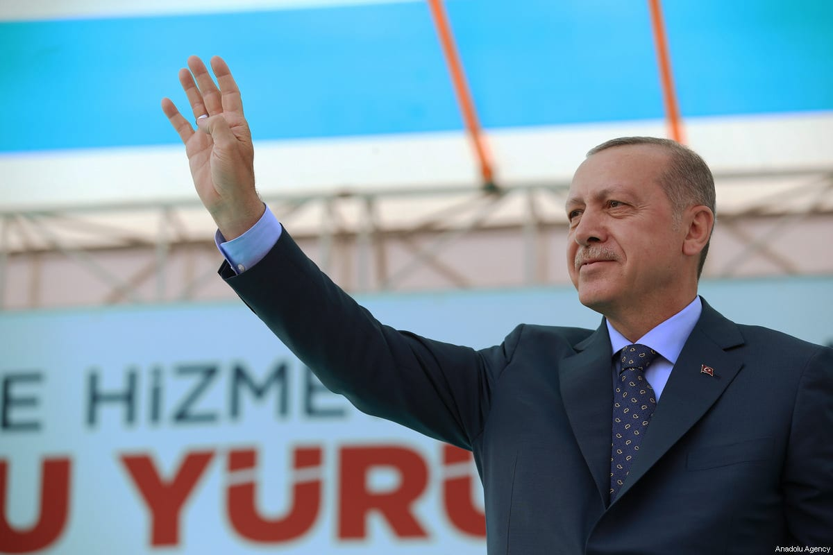 Turkish President Recep Tayyip Erdogan greets the crowd after attending AK Party's 6th ordinary provincial congress in western Izmir province, Turkey on April 28, 2018 [Murat Kula / Anadolu Agency]