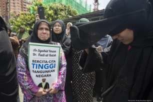 Friends and supporters of Palestinian Fadi al-Batsh participate at a prayer in Selayang, a neighborhood of Kuala Lumpur on 25 April, 2018 [Alexandra Radu/Anadolu Agency]