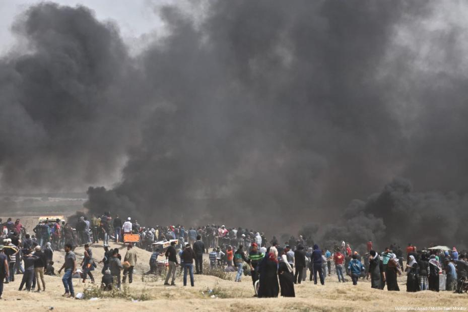 Protestors at the Gaza-Israel border seen on the third consecutive Friday as part of the 'Great March of Return', on April 13, 2018 [Mohammad Asad / Middle East Monitor]