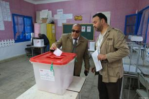 People cast their votes at a polling station during Tunisian local elections, which was held first time after 2011 Arab Spring revolution, in Ben Arous, Tunisia on May 06, 2018. ( Yassine Gaidi - Anadolu Agency )