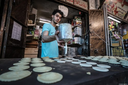 Palestinians visit Al Zawiya market during the holy month of Ramadan in Gaza City, Gaza on 19 May, 2018 [Ali Jadallah/Anadolu Agency]