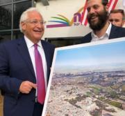 US envoy poses with photo depicting Jewish temple at Al-Aqsa Mosque