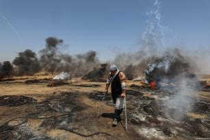"Palestinians burn tyres in response to Israeli security forces' intervention during the protests called ""commemorating the Naksa"", along the border fence, east of Khan Yunis in the southern Gaza Strip on June 8, 2018 [Mustafa Hassona / Anadolu Agency]"