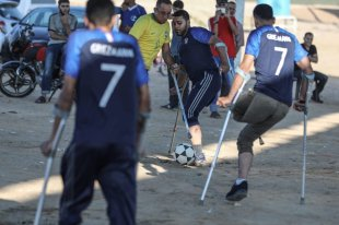 Disabled Palestinian football players, who lost their legs during Israel's assaults, in action during a friendly match, organized by Supreme National Commission of the Return March regarding to 2018 FIFA World Cup, in Gaza City, Gaza on 15 June, 2018 [Ali Jadallah/Anadolu Agency]