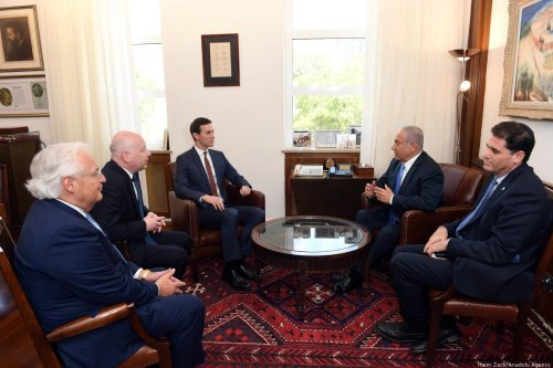 Israeli Prime Minister Benjamin Netanyahu (2nd R), Donald Trump's Senior Advisor Jared Kushner (3rd L) and US President Donald Trump's Assistant and Special Envoy for International Negotiations, Jason Greenblatt (2nd L) on 22 June 2018 [Haim Zach/Anadolu Agency]