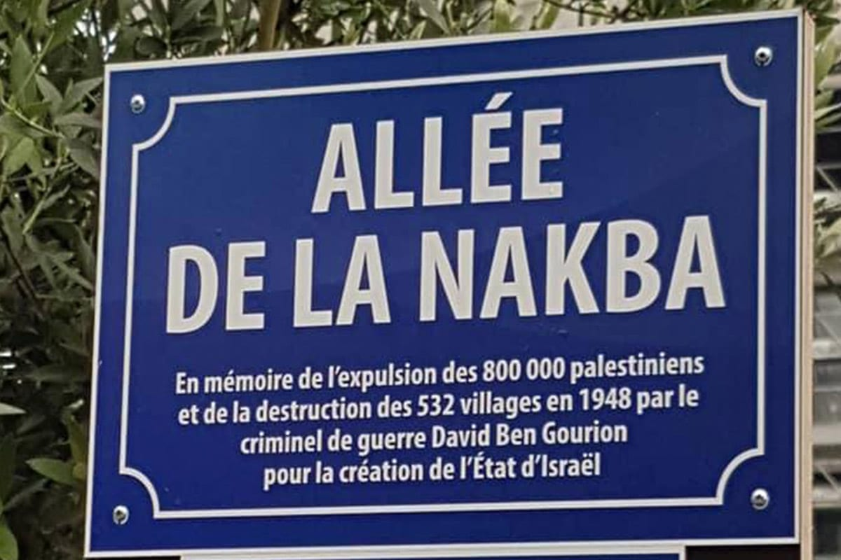 """The street sign, which was written in French and Arabic, read: """"In memory of the expulsion of 800,000 Palestinians and the destruction of 532 villages in 1948 by the war criminal David Ben-Gurion for the creation of Israel"""" [Twitter]"""