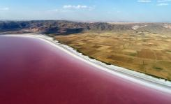"""A view of """"Salt Lake"""" is seen after its color turned to red due to Dunaliella salina in Aksaray, Turkey on 12 July, 2018 [Murat Öner Taş/Anadolu Agency]"""
