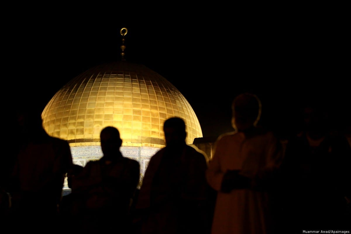 Palestinian worshippers pray outside the Dome of the Rock in the Al-Aqsa mosque compound in Jerusalem's Old City [Ayman Ameen/Apaimages[