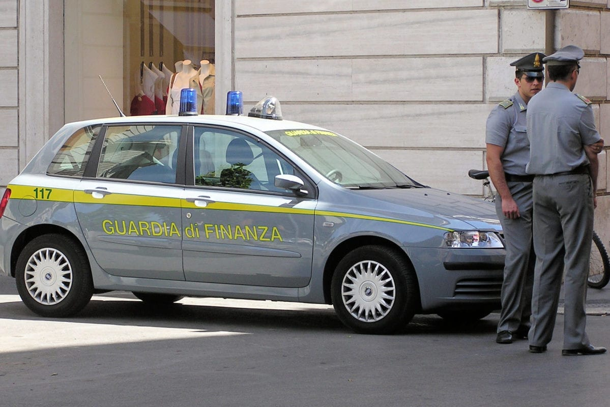 Officers of the Guardi di Finanza seen in central Rome, Italy in June 2017 [Adrian Pingstone / WikiMedia]