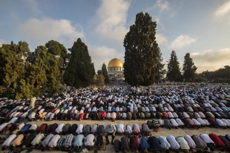 Muslims perform Salat al Eid prayer at the Al-Aqsa mosque compound during the first day of the Eid Al Adha in Jerusalem on 21 August, 2018 [Mostafa Alkharouf/AnadoluAgency]