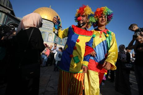 Clowns entertaining children after the Salat al Eid prayer at the Al-Aqsa mosque compound during the first day of the Eid Al Adha in Jerusalem on 21 August, 2018 [Mostafa Alkharouf/AnadoluAgency]