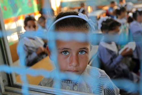 Palestinian students sit inside a classroom at their school belonging to the United Nations Relief and Works Agency for Palestinian Refugees (UNRWA) in Deir Al-Balah in the central Gaza Strip, on 29 August, 2018 [Ashraf Amra/Apaimages]