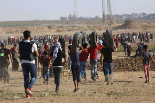 Palestinians gather at the Gaza-Israel border as part of the 'Great March of Return' on August 24, 2018 [Mohammad Asad / Middle East Monitor]