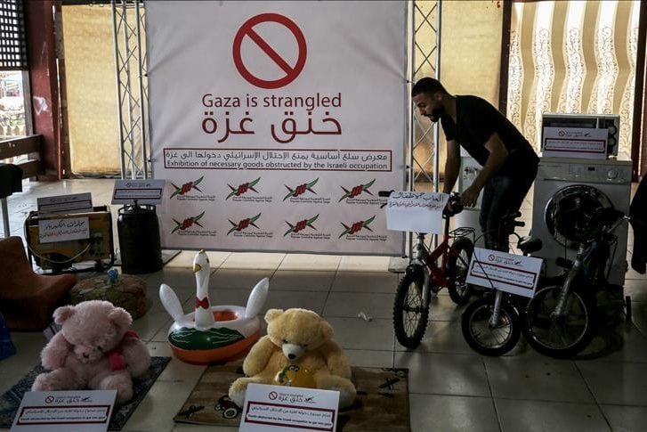 Children's toys are displayed in an exhibition in Gaza showing basic materials including school supplies, medical equipment, feeding bottles, banned from entering Gaza Strip due to Israel's blockade, in Gaza on 3 August 2018. [Ali Jadallah - Anadolu Agency]