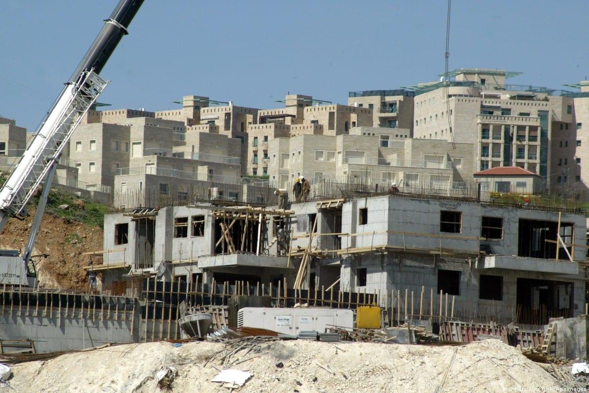 Construction work on Israeli settlements [Mahfouz Abu Turk/Apaimages]