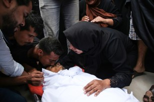 """Relatives of Muhammed Esref el-Avavide, who was killed by Israeli soldiers during """"Great March of Return"""" demonstrations, mourn during his funeral ceremony at Al Bureij Refugee Camp in Gaza City, Gaza on September 29, 2018. ( Hassan Jedi - Anadolu Agency )"""