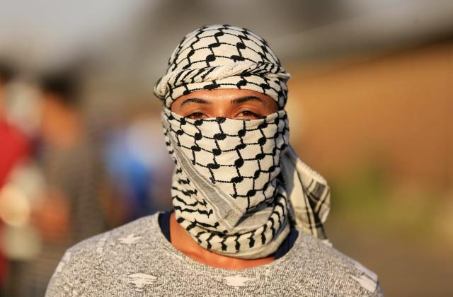 Palestinian protesters gather during clashes with Israeli forces in a demonstration against Israeli blockade on Gaza Strip, at the Erez crossing with Israel in the northern Gaza Strip, on 26 September, 2018 [Dawoud Abo Alkas/Apaimages]