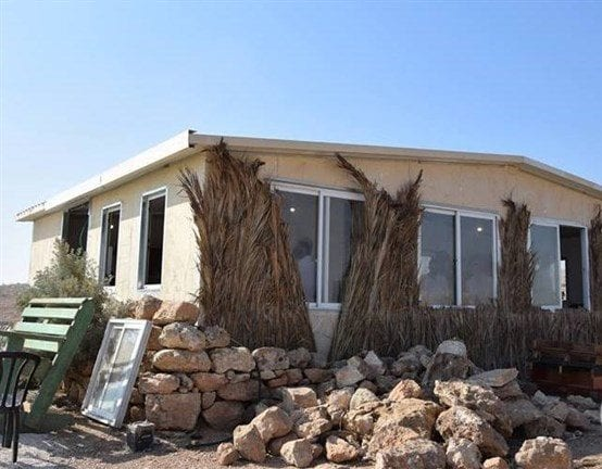 Israeli settlers build houses in Jordan Valley - [Maan News]