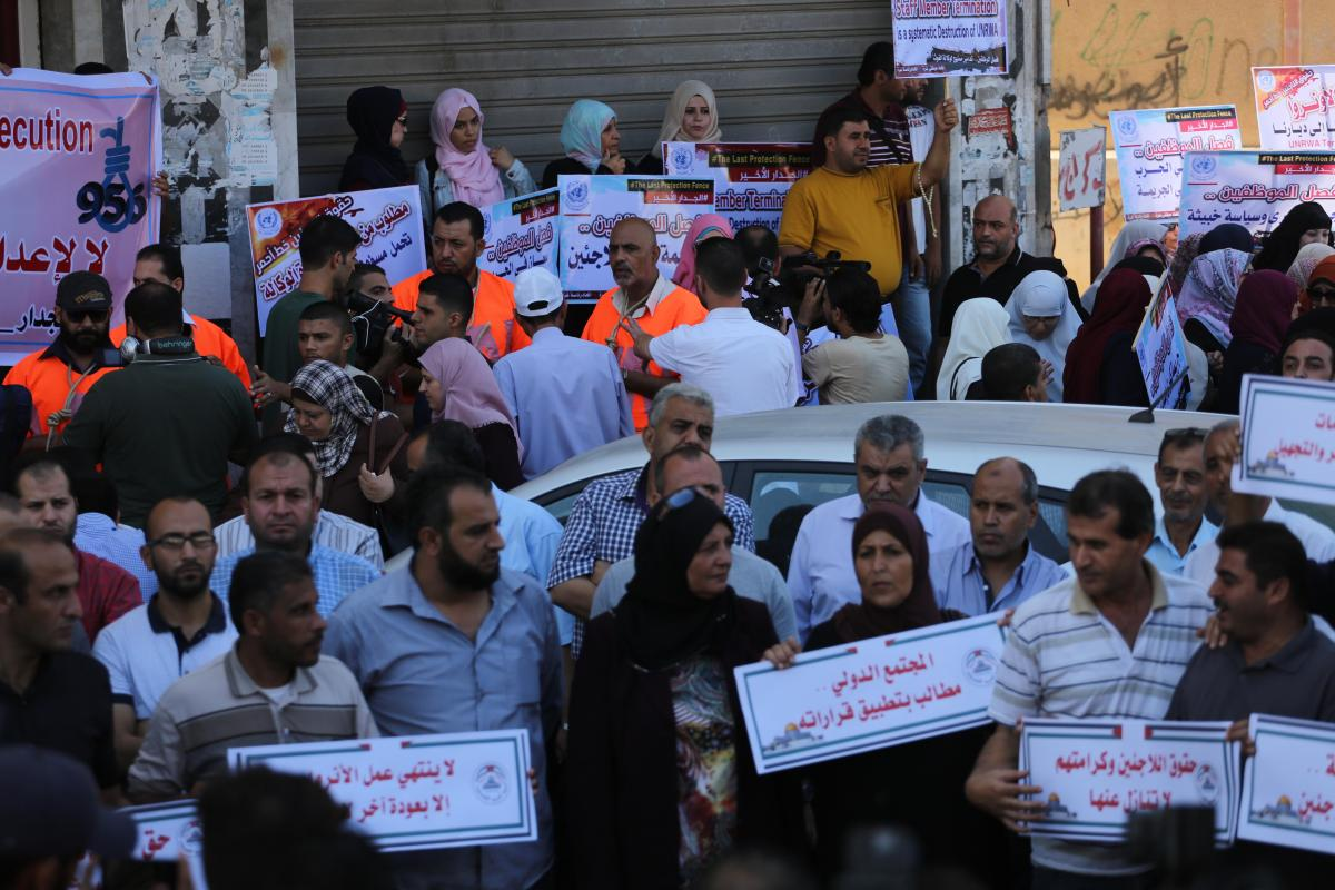 Protest by UNRWA staff outside the agency's headquarters on 18, September 2018 [Mohammed Asad/Middle East Monitor]